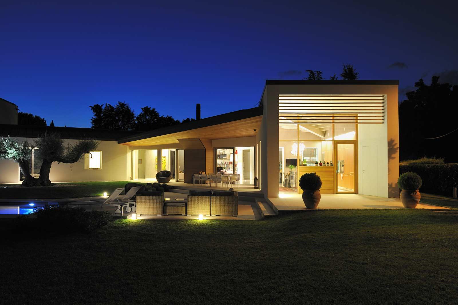 una casa moderna woodbau