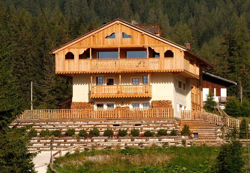 Albergo in legno e interni di qualità Woodbau