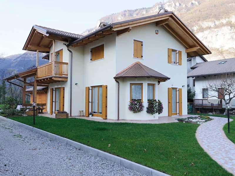 Casa in larice e intonaco Woodbau Longarone