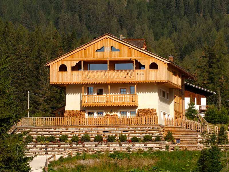 Hotel ecosostenibile in Zoldo Woodbau Longarone