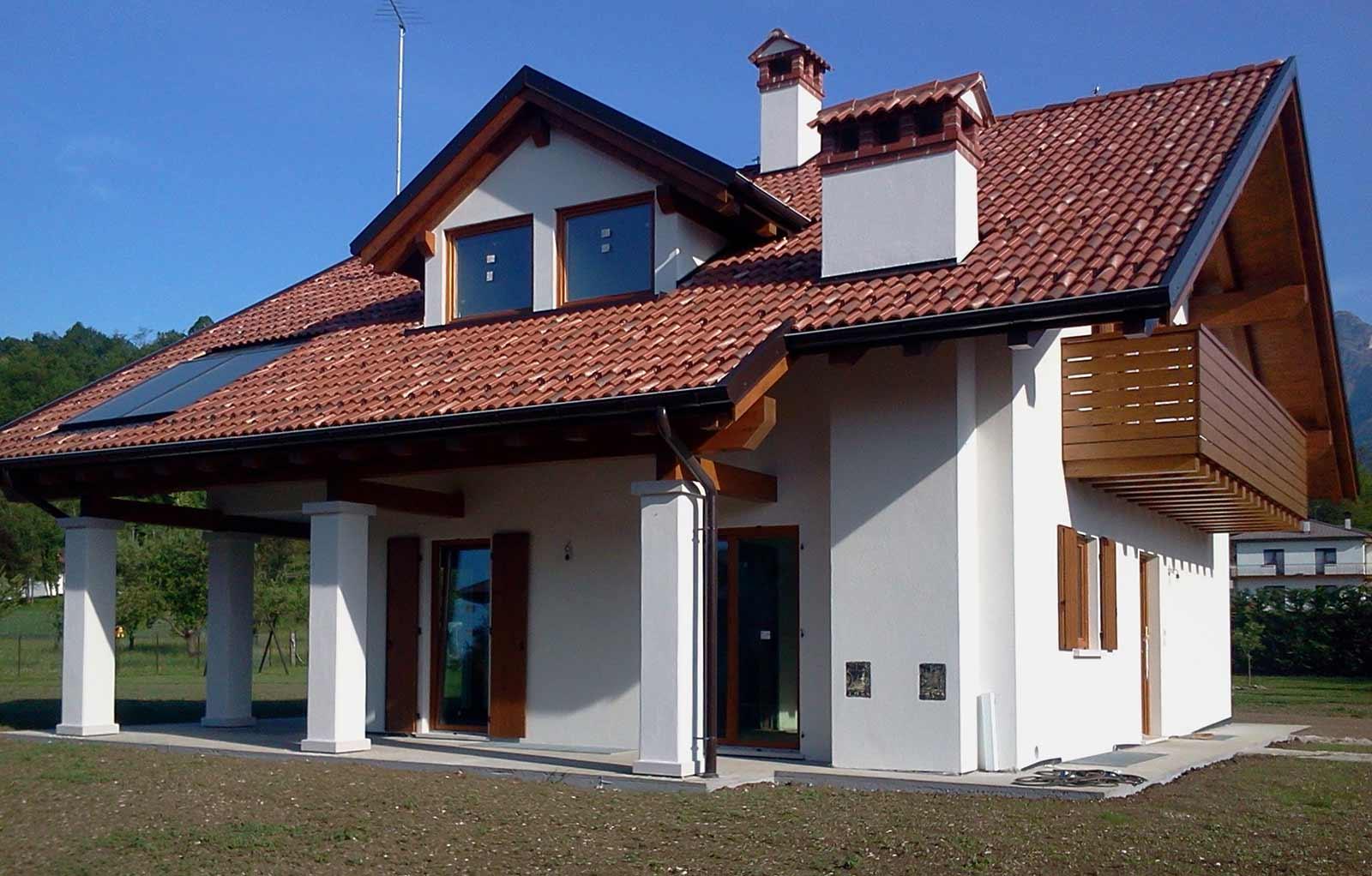Casa con patio Woodbau Longarone