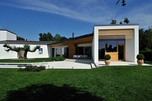 Abitazione dal design moderno Woodbau Longarone